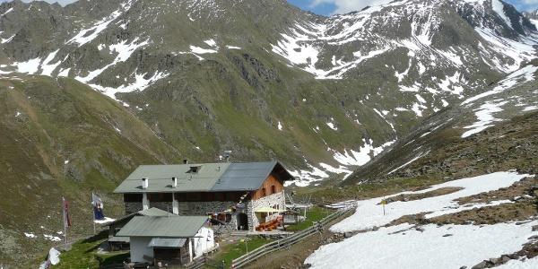 Blick zurück zur Hütte im Aufstieg zur Haidenspitze.