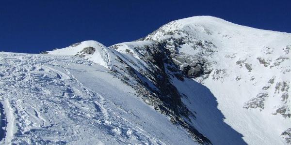 Blick zum Aufstiegsgrat und zur Flanke der Alpspitze.