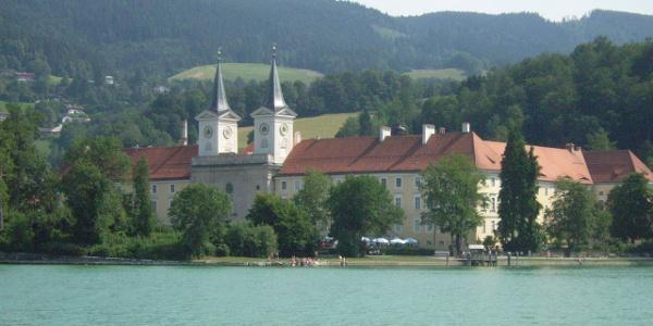 Blick auf Schloss Tegernsee.