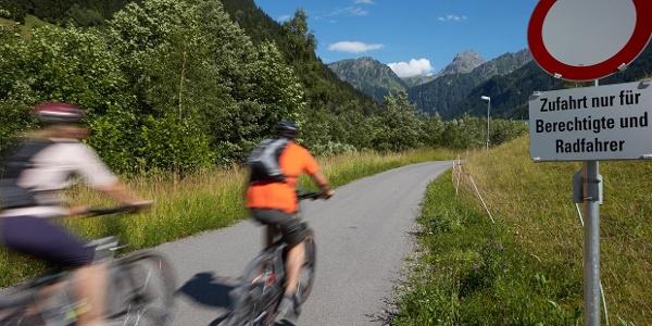 Radler haben es gut in Vorarlberg – sie dürfen auch Wege nutzen, auf denen sonst (fast) niemand fahren darf