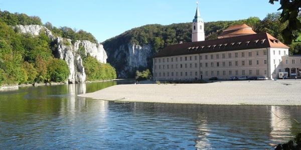 Blick zum Kloster Weltenburg und in den Donaudurchbruch