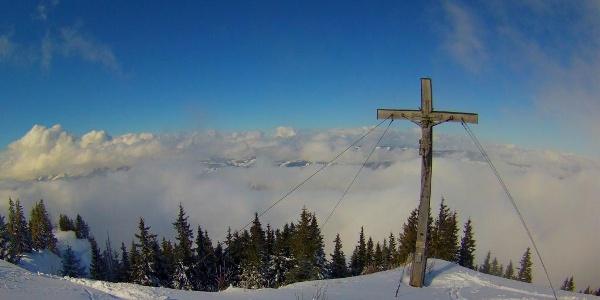 Gipfelblick mit hochalpinem Ambiente.