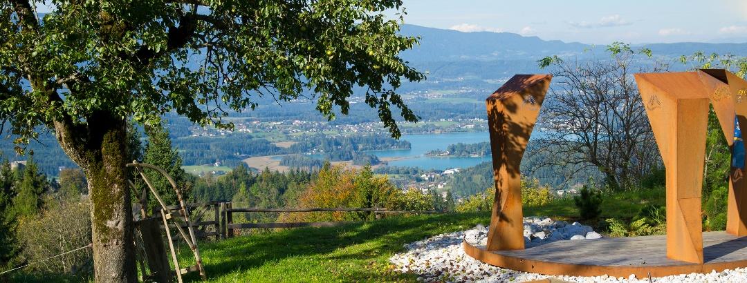 Blick von der Baumgartnerhöhe auf den Faaker See