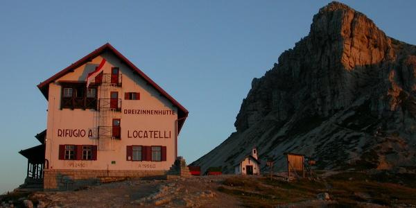 Die Drei-Zinnen-Hütte (2405 m)