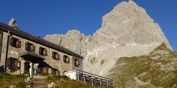 Lamsenjochhütte (1953 m)