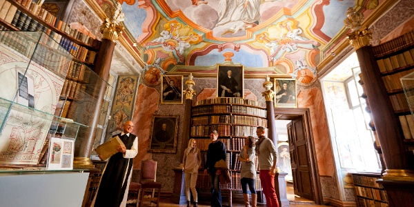 Führung durch die Bibliothek des Stiftes Rein