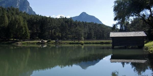Blick über den Huberweiher zu Hammerwand und Völseggspitze