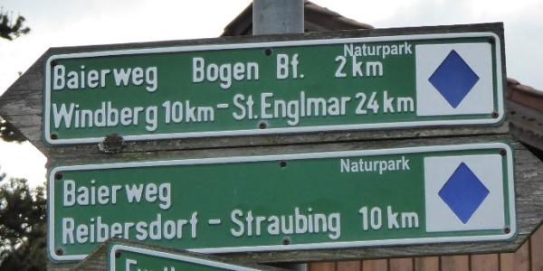 Wegmarkierung Baierweg in Oberalteich
