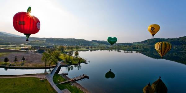 Ballone über dem Stubenbergsee