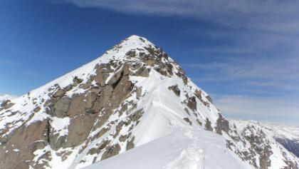 Der Gratverlauf zum Cima Laste mit einer kurzen leichten Kletterstelle.