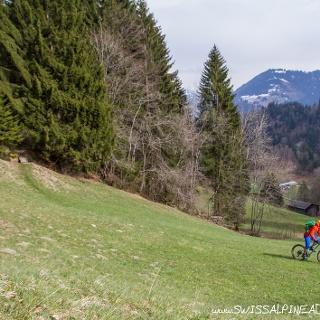 Scenic trails before Fadärastein