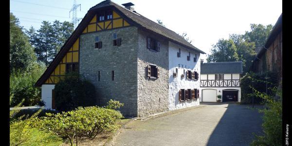 """altes Gut und Wehrburg """"Zur Mühlen"""" bei Gruiten, Haan, Bergisches Land, NRW, Deutschland"""