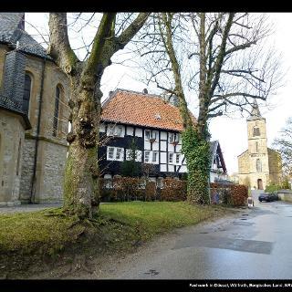Fachwerk und alte Kirche in Düssel, Wülfrath, Bergisches Land, NRW, Deutschland