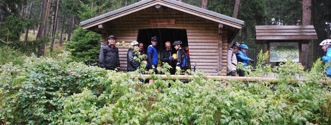 Auch Mountainbiker profitieren vom Schutz der Hütte.