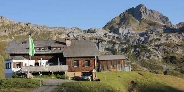 Biberacher Hütte vor der Hochkünzelspitze