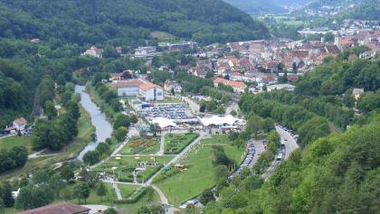 """Grünprojekt """"Neckarblühen"""" und Sicht auf Horb am Neckar"""