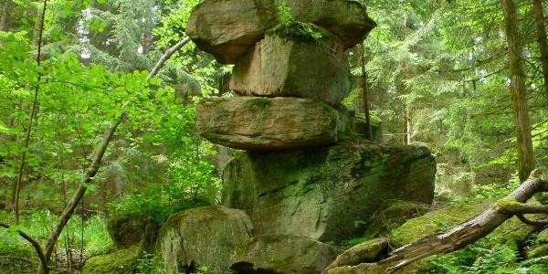 Felsformation bei der Monbachbrücke