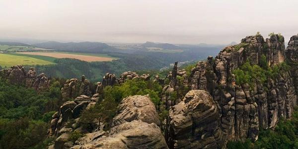 Blick über die Felsen der Schrammtore