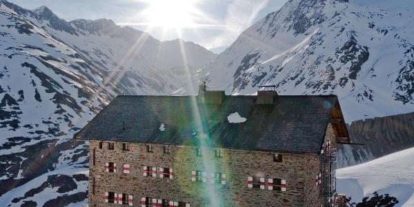 Martin-Busch-Hütte: Aufgehende Sonne über dem Schalfbachtal
