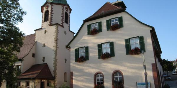 Rathaus und evangelische Kirche in Malmsheim