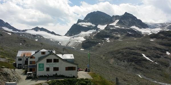 Wiesbadener Hütte mit Piz Buin