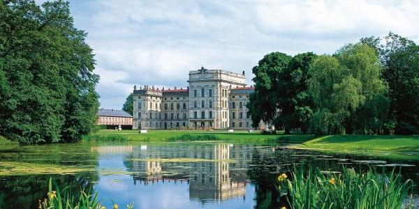 Das Barockschloss Ludwigslust mit hübscher Parkanlage erinnert stark an Versailles.