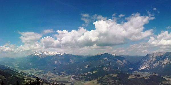 Ausblick auf die Hochwildstelle, Dachstein, Stoderzinken, Kammspitze und Grimming