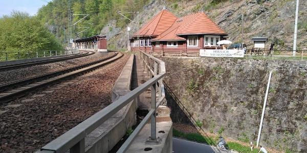 Blick auf Wanderbahnhof Edle Krone