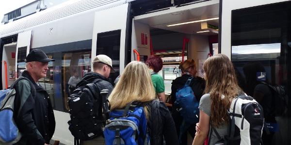 Mit der Bahn geht es von Innsbruck nach Matrei a. Br.