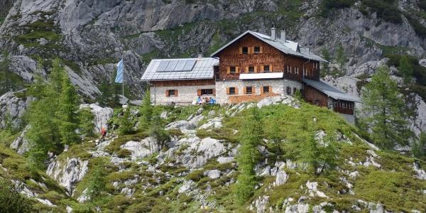 Ein letzter Blick zur Laufener Hütte vor dem Anstieg zum Edelweißkogel