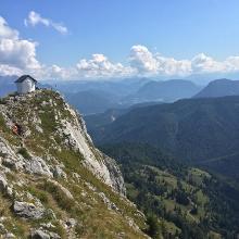 Brünnsteinhaus vom Gipfel aus