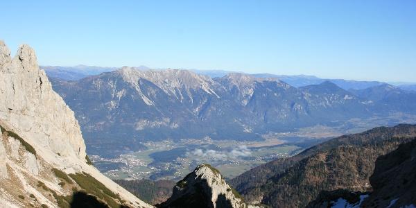 Blick vom Gartnerkofel-Thörl Richtung Gailtal mit Hermagor und Pressegger See
