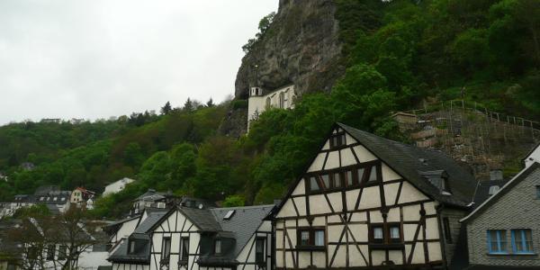 Idar-Oberstein: Felsenkirche von der Fussgängerbrücke