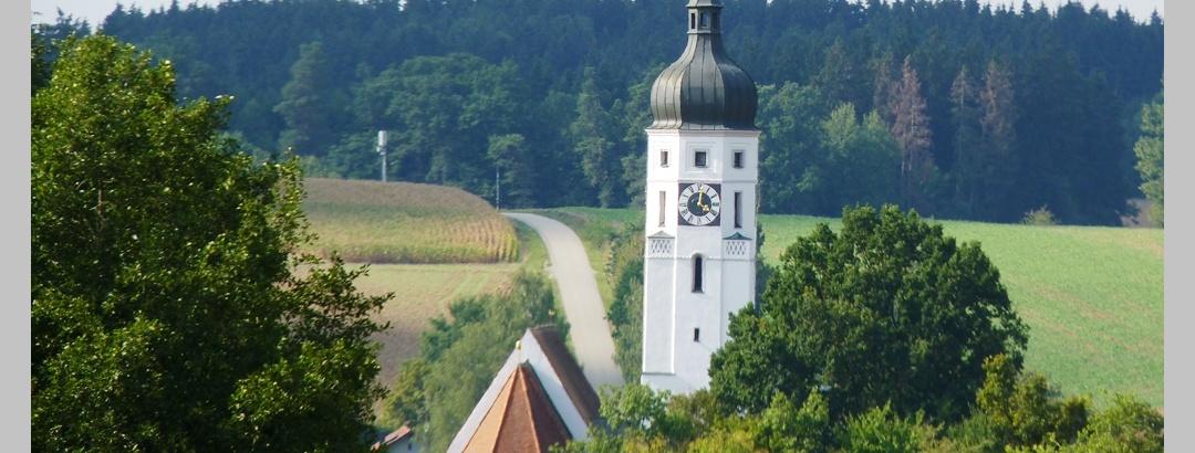 Blick auf die Emmersdorfer Kirche