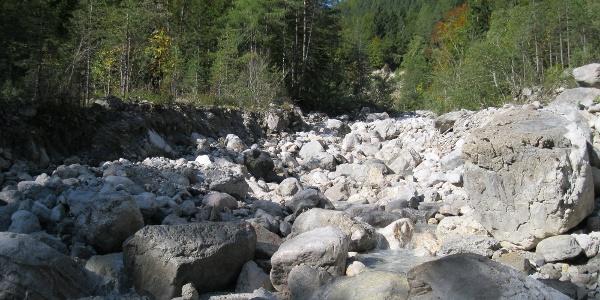 Entlang im Bachbett des Graschenitzenbaches (nur bei normaler Wasserführung!)