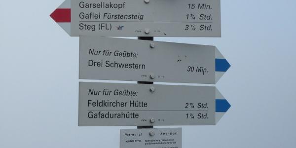 Ab hier blau-weiß-blau: Der Drei-Schwestern-Steig ist ein alpiner Weg