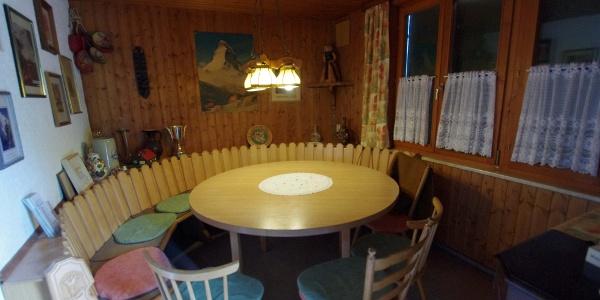 Der runde Tisch im Gastraum