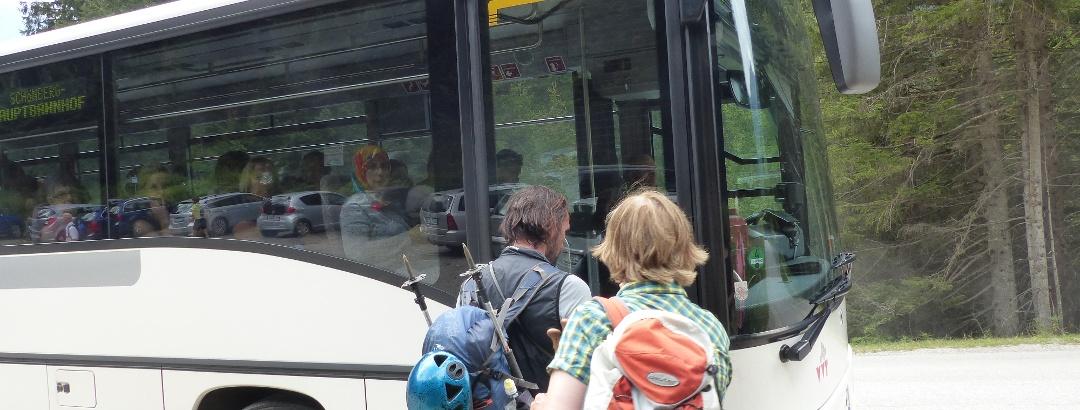 Mit dem Bus geht es zurück nach Innsbruck.