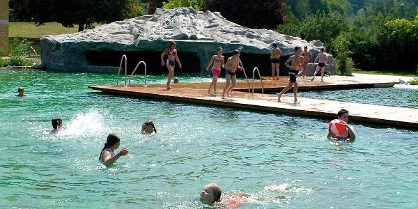 Nichschwimmerbereich mit Grotte