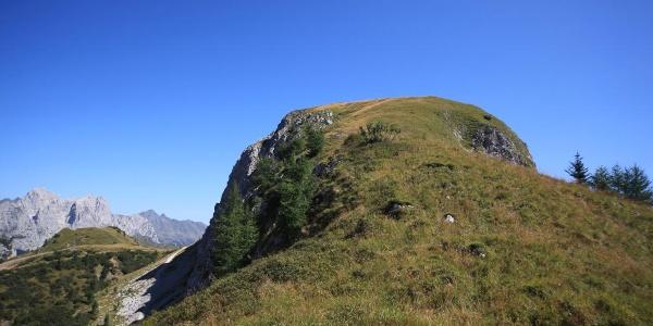 Risalendo il crestone ovest, vista della cima