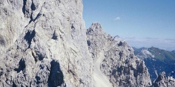Il passo Cacciatori e la Creta omonima scendendo dal passo Sesis