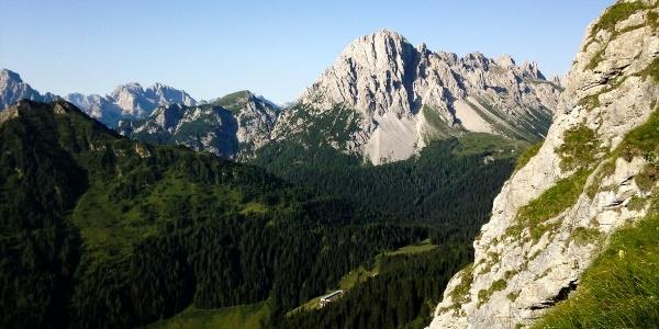 Vista verso il M.Lastroni e la Val Sesis