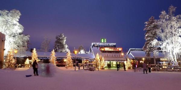Blick über das Weihnachtsdorf in Rovaniemi