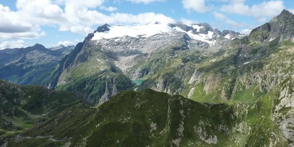 Blick auf Lago di Robiei und Basòdino-Gletscher