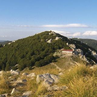 Vrh Vučjak i planinarski dom Zavižan