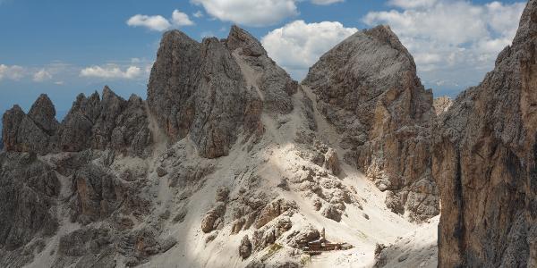 Blick vom Passo Antermoia zur Grasleitenpasshütte