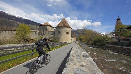 La ciclabile passa anche alla cittadina medievale di Glorenza