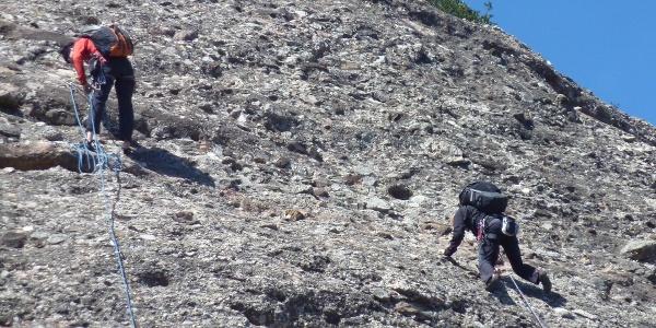 Kletterer in brüchigem Gelände