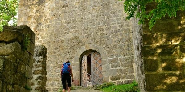 Das Tor zur Ruine Windegg