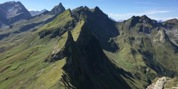 Blick vom Berggächtle über den Grat zum Schneck